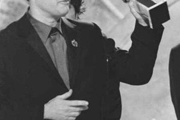 Zlaté glóbusy sa budú odovzdávať nenápadne, pri tlačovej konferencii. Tom Hanks veľmi ľutovať nemusí, on už slávu pri preberaní ceny zažil.