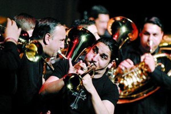 Slávnu dychovku Boban Markovič Orkestar dnes vedie Bobanov syn Marko (na snímke), no otec stále s kapelou hráva.