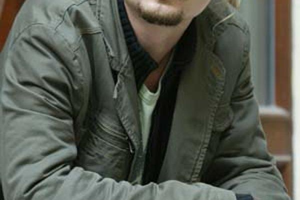 Dano Heriban (27) herec, mím, hudobník, spevák, skladateľ, textár. Vyštudoval akordeón na konzervatóriu a herectvo na VŠMU. Momentálne spolupracuje s divadlom GUnaGU, Martinským komorným divadlom a Slovenským národným divadlom. Tento mesiac vyjde jeho aut