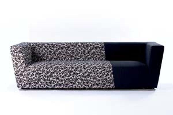 Oproti minulým ročníkom bolo zastúpenie nábytkárskeho dizajnu tento rok slabé. Napriek tomu ho odborná verejnosť považuje za kvalitný. Na snímke sedačka z čalúnenej súpravy Archa. Dizajn Peter Bohuš, výrobca Domark Žilina.