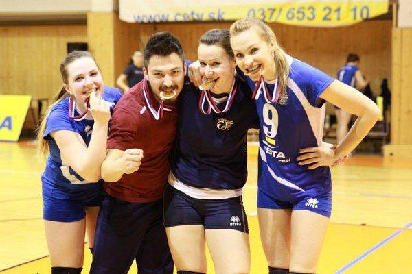 Bronzová radosť: zľava Valéia Glóriková, Jakub Hronský, Zuzana Paveleková a Hana Cagáňová.