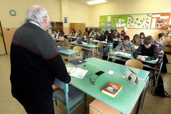 Učebnice by mali byť pripravené tak,  aby sa s výučbou regionálnej výchovy mohlo začať v nasledujúcom školskom roku.