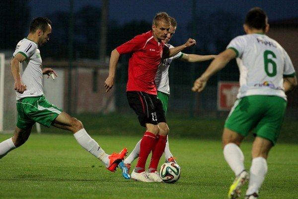 Rodák z Lakšárskej Novej Vsi Jaroslav Hílek (35) ide naplno na tréningoch i zápasoch.