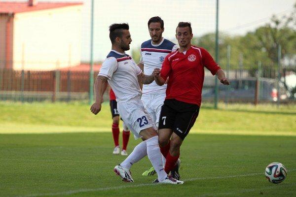 Futbalisti SFM Senec nestačili na mladíkov z Dubnice.