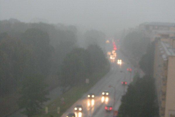 Počas najsilnejšieho dažďa bola viditeľnosť značne znížená.