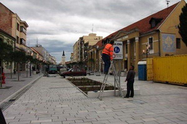 Termín dokončenia pešej zóny vypršal 15. mája.
