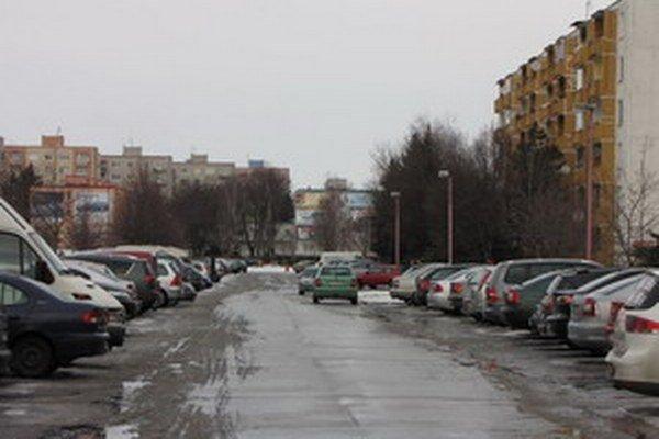 Problémy s parkovaním sú na všetkých sídliskách.