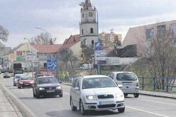Odstavenie Krajinského mosta v Piešťanoch spôsobí vážne dopravné problémy v Hlohovci.