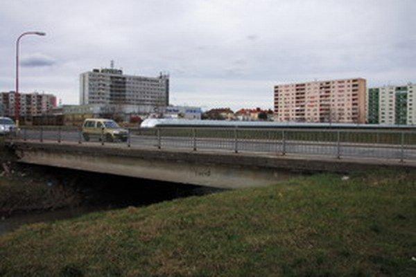 Most na Mikovíniho je problémový už dlhšie. Podľa výsledkov diagnostiky ho budú musieť do troch rokov opraviť.