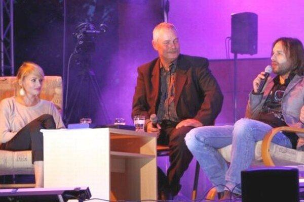 Gabriel Kalapoš (v strede) s Máriou Čírovou a Kamilom Mikulčíkom počas uplynulého ročníka TZD.
