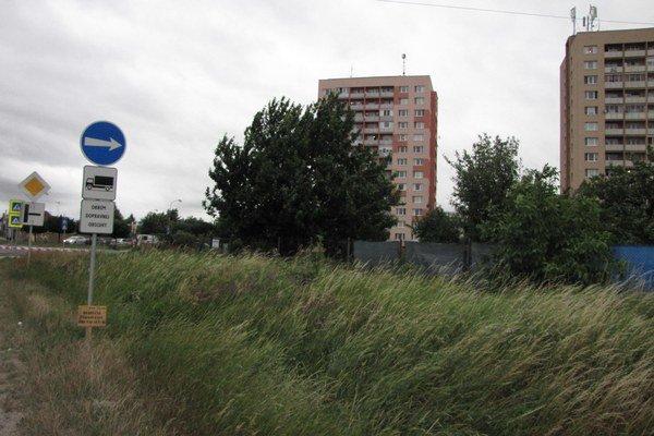 Obyvatelia trnavského sídliska sa postavili proti odklonu kamiónov cez Linčiansku. Hluk prekročil povolené hodnoty.