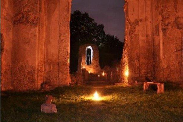 Ruiny Katarínky ozvláštni vážna hudba.