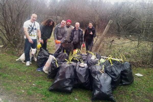 Účastníkom prvej Upratovačky sa podarilo naplniť 26 vriec s odpadkami.