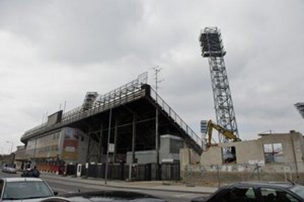 Trnavskí fanúšikovia budú napokon sledovať derby zo severnej tribúny, ktorá je už dlhšie uzatvorená pre rekonštrukciu.