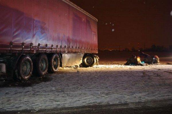 Mladá šoférka neprežila čelný náraz s kamiónom.
