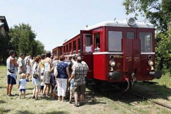 Historický motorový vozeň známy ako Hurvínek.