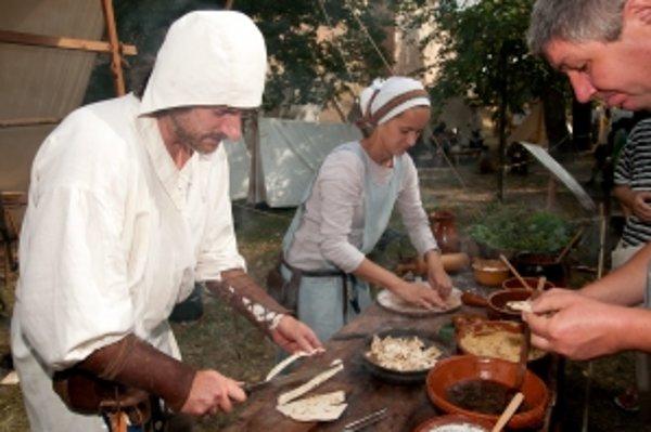 Tradičný trnavský jarmok 2012, stredoveká kuchyňa.
