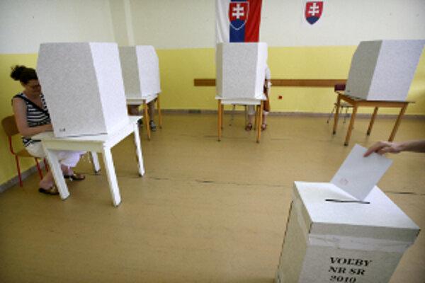 Predčasné parlamentné voľby sa budú konať 10. marca 2012.