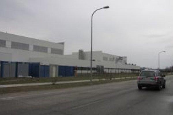 Výrobca plastových komponentov rozšíri v HLohovci svoju výrobu.