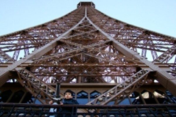 Viac ako storočná kovová dominanta Paríža. Eiffelova veža.