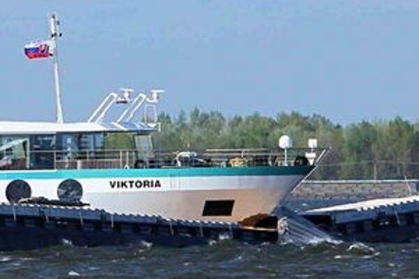 Zrážka lodí pri Šamoríne.