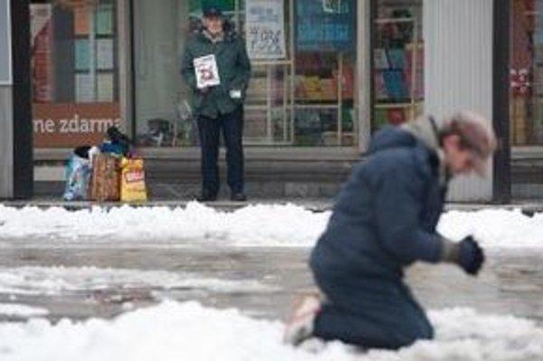 Predajcov Nota Bene budú kontrolovať streetworkeri. Terénni sociálni pracovníci začnú v trnavských uliciach pôsobiť už od februára.