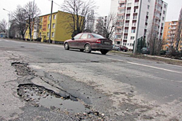 Ulici sa vodiči radšej vyhýbajú. Rozsiahle opravy sa zatiaľ neplánujú.