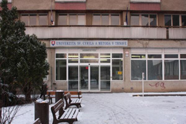 O post rektora Univerzity sv. Cyrila a Metoda majú záujem traja kandidáti.