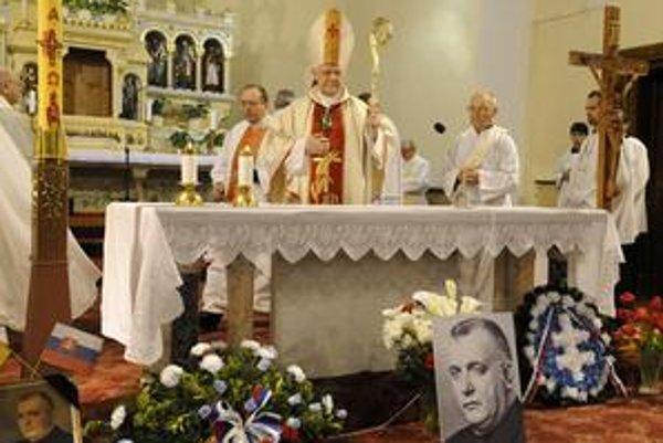 Arcibiskup Sokol pred rokom celebroval zádušnú omšu za prezidenta vojnového slovenského štátu Jozefa Tisu.