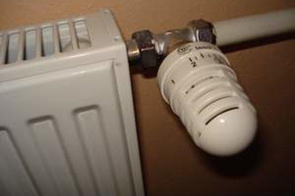 Ľudia si musia dokurovať, teplo z radiatorov nestačí.
