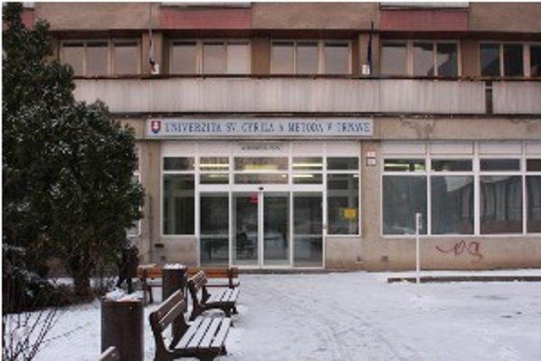 Univerzita sa v tomto roku do nových priestorov nenasťahuje.