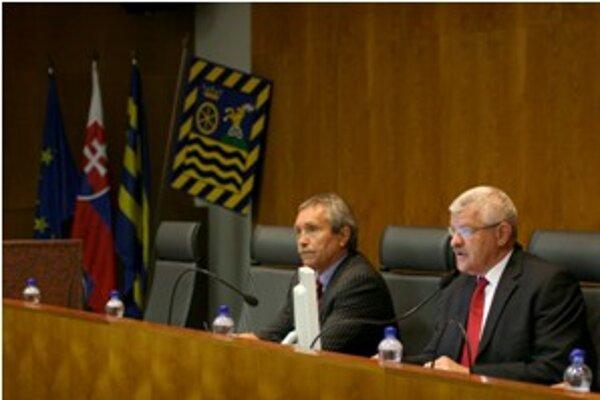 Po zložení slávnostného sľubu je Tibor Mikuš opäť predsedom Trnavského samosprávneho kraja.