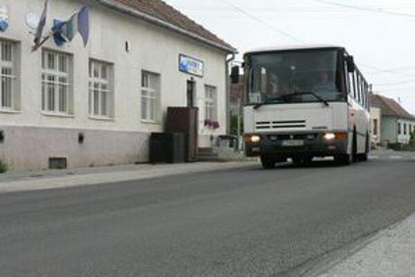 Cestu v Bašovciach už pozametali, je v poriadku.