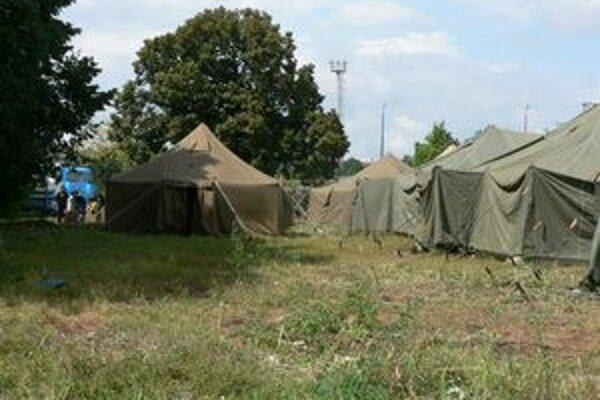 Rómovia dočasne bývali v stanoch.