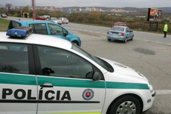 Policajti pri kontrole totožnosti zaistili drogy.