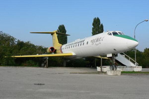 Piešťanské letisko prejde do správy TTSK a mesta Piešťany. Ostatné letiská zostávajú aj naďalej vo vlastníctve štátu.