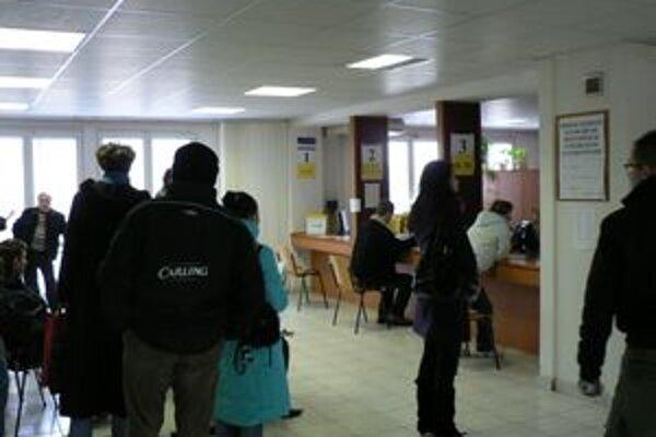 Na úrade práce v Trnave hľadá prácu každý deň veľké množstvo ľudí.