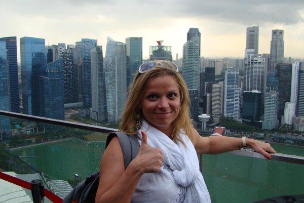 Ivana sa kochala vyhliadkou na Singapur z najdrahšieho hotela Marina Bey.