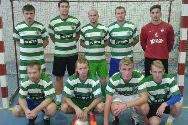 FC Niva je v tabuľke prvá.