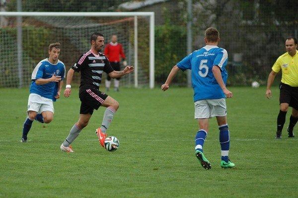 Martin Ševela (v tmavom) strelil prvý gól Tr. Teplíc.