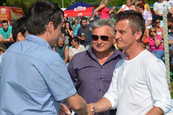 Pavol Kapko (vpravo) patrí medzi žijúce legendy futbalu v Dolnej Porube.