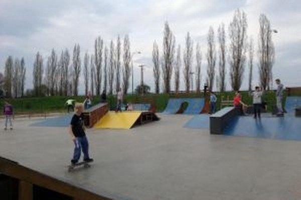 Skatepark využije najmä mládež.