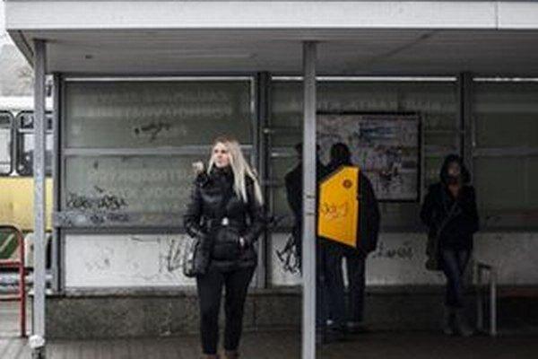 Problémy s vandalmi, ktorí ničia zastávky, sú bežné