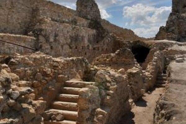 Čachtický hrad sprístupní obec v polovici mája.