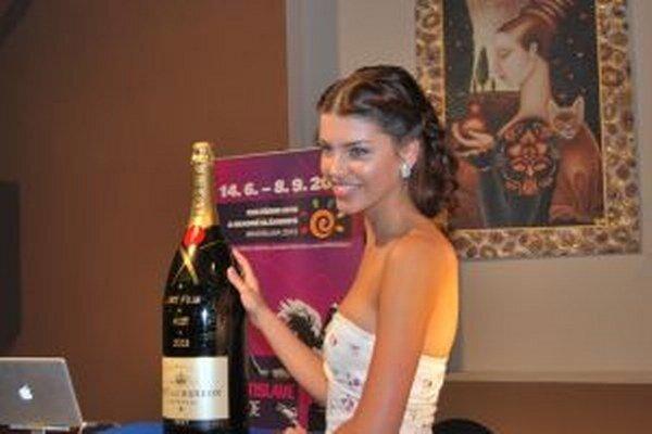 Šampanské vydražila Chomisteková.