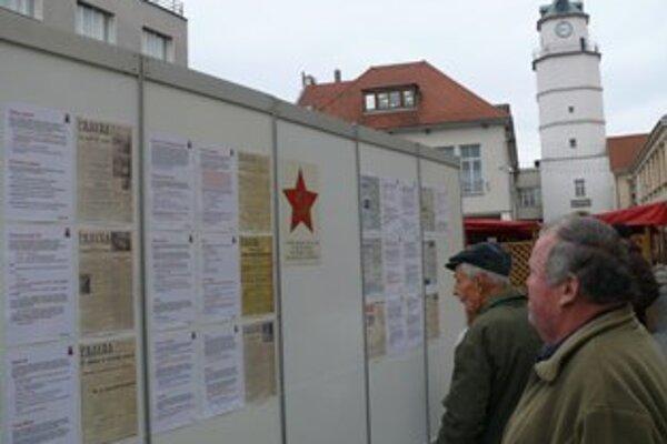 Výstava na Mierovom námestí zostane do 22. novembra.