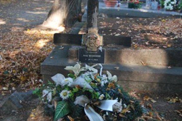 Telo seržanta leží na novomestskom cintoríne.