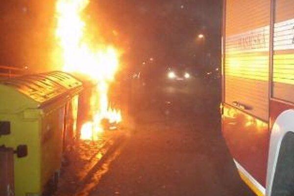 V decembri zasahovali hasiči pri požiaroch takmer šesťdesiatkrát