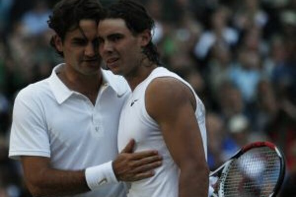 Roger Federer (vľavo) a Rafael Nadal (vpravo).