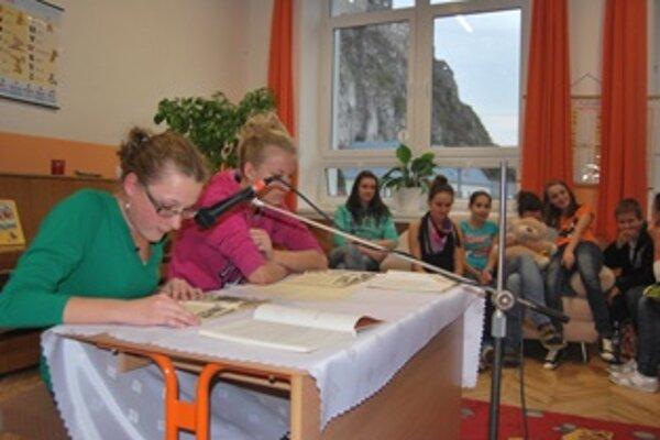 Za čitateľským stolíkom sa vystriedalo 116 žiakov a osem pedagógov.